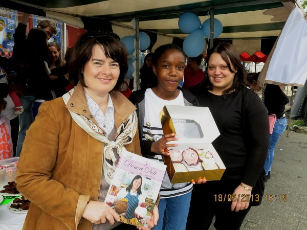 (L-R) MP Jane Ellison, Savannah-Rose Williams (11), & Laura Amos of The Dessert Deli