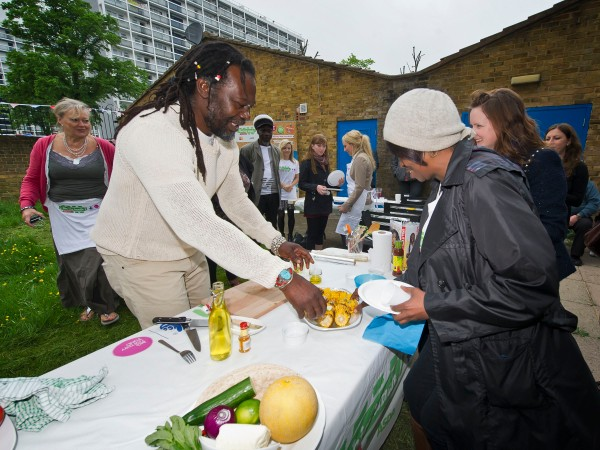 Levi Roots demonstrates his Five Recipes for a Fiver to local Loughborough Junction Big Lunchers